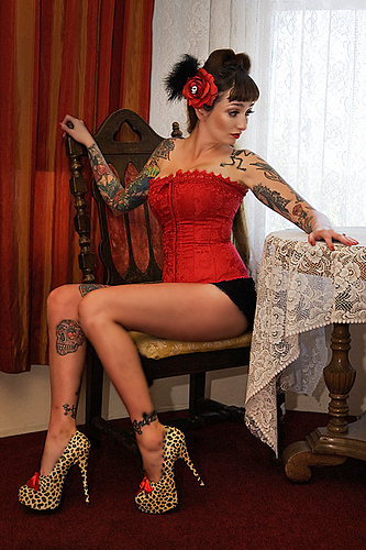 http://www.atomicpinup.com/images/MissTawnieTrouble_4.jpg